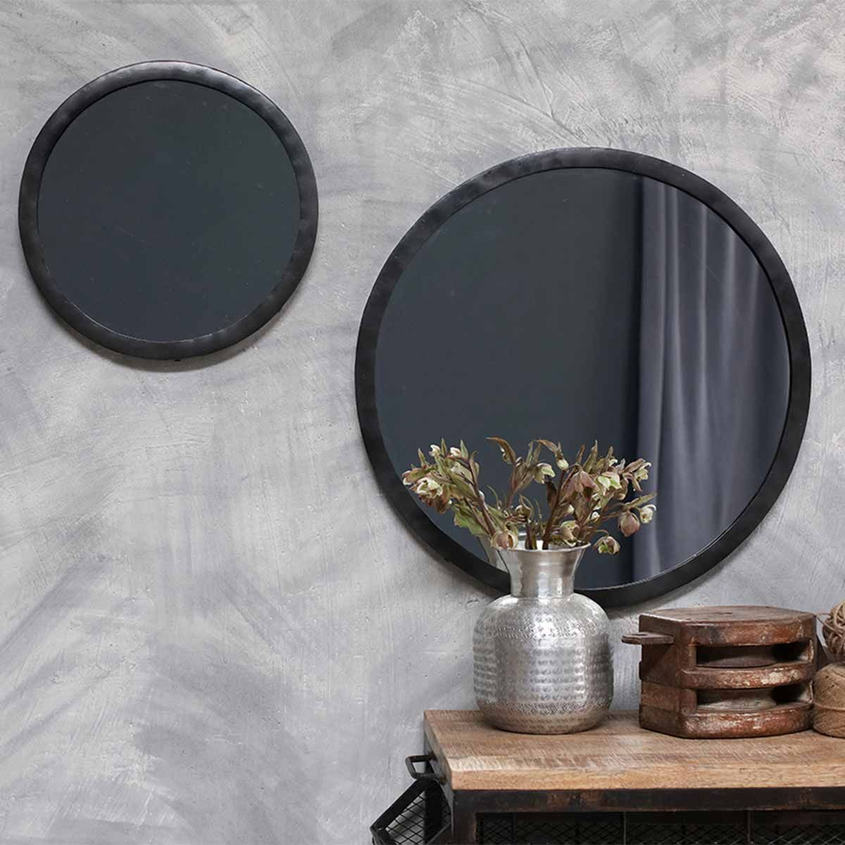 miroir rond en m tal noir forg la main modasa nkuku decoclico. Black Bedroom Furniture Sets. Home Design Ideas