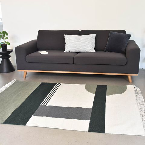 tapis rectangulaire en laine tiss main gris bleu paon et rouge passage vernet decoclico. Black Bedroom Furniture Sets. Home Design Ideas