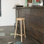Tabouret de bar trepied en bambou naturel Taman
