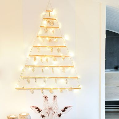 sapin de no l mural d corations en bois 48 leds blancs. Black Bedroom Furniture Sets. Home Design Ideas
