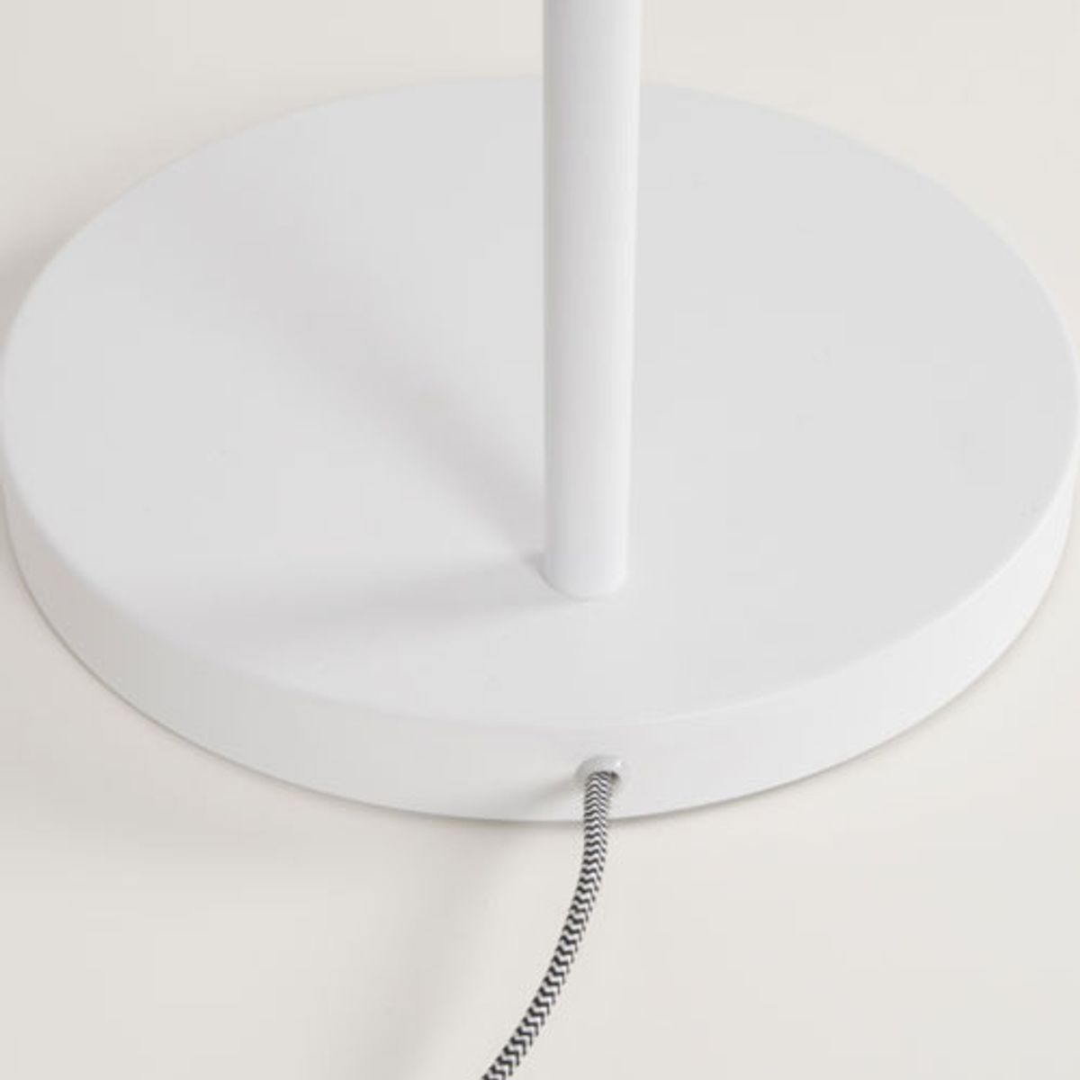 Lampadaire inclinable en métal Buckle Zuiver - blanc