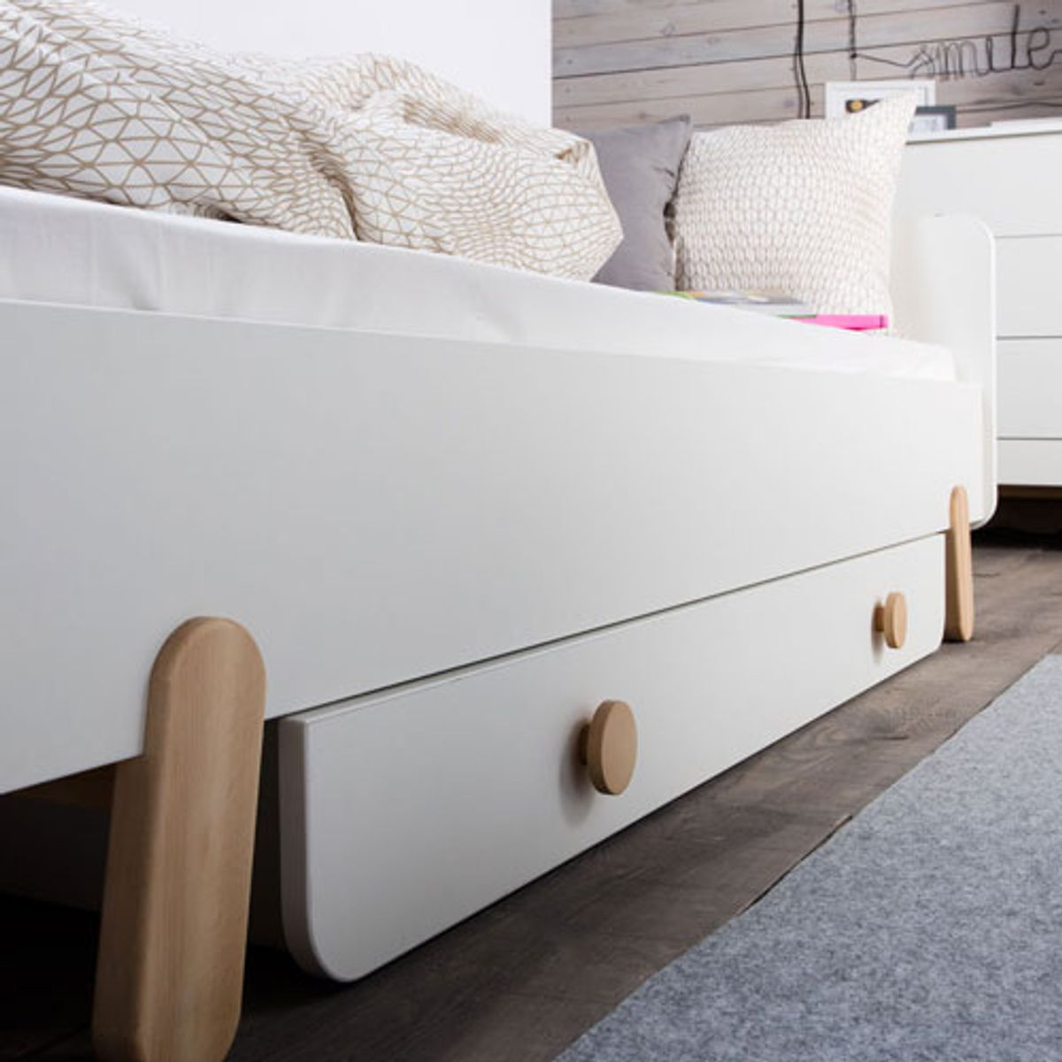 tiroir pour lit enfant 90x200 cm en bois blanc et naturel. Black Bedroom Furniture Sets. Home Design Ideas
