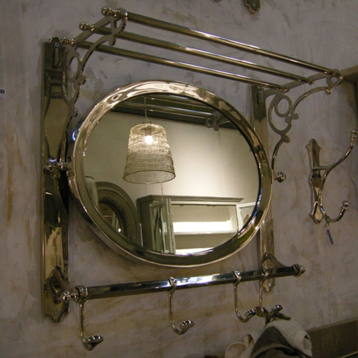 Etag re multi fonctions miroir ovale et pat re en nickel for Miroir patere entree