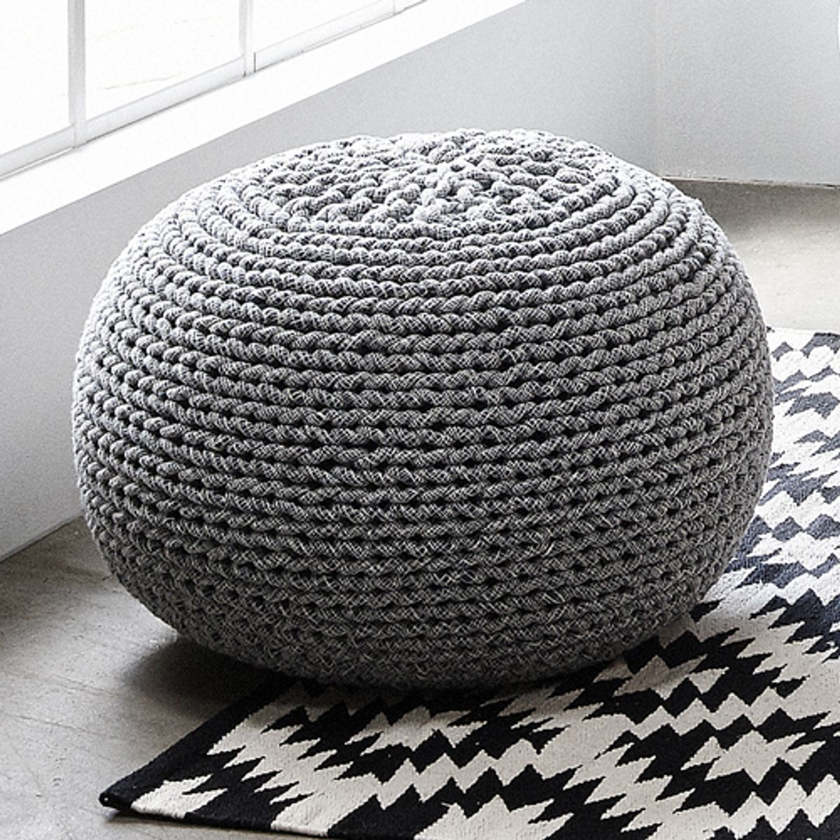 pouf rond en coton tricot h bsch decoclico. Black Bedroom Furniture Sets. Home Design Ideas
